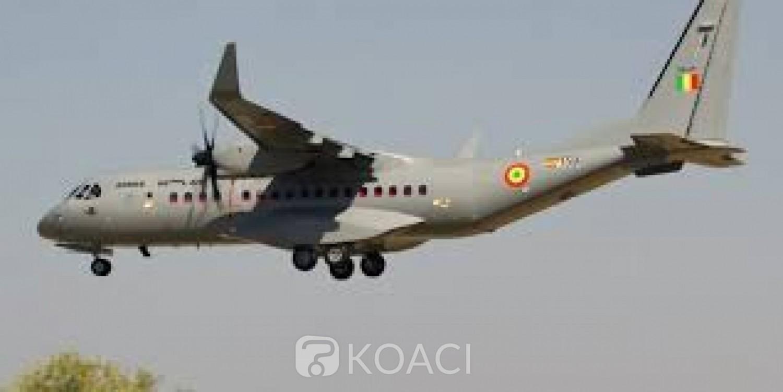Mali : Farabougou assiégé par les terroristes, l'armée de l'air largue des vivres