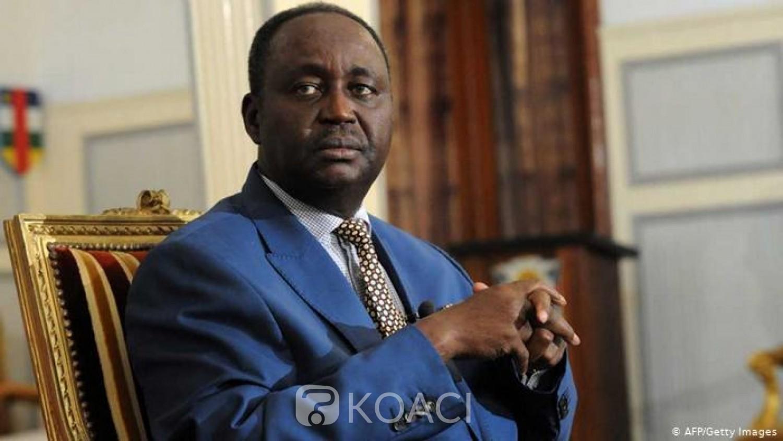 Centrafrique: Bozizé dépose en personne son dossier de candidature pour la présidentielle