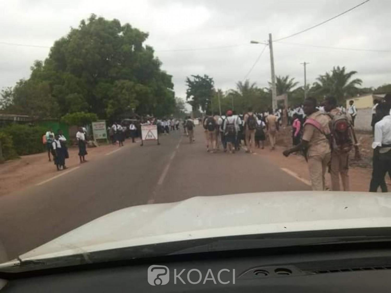 Côte d'Ivoire : Syndrome des congés anticipés, à Zuénoula et Grand-Bassam des élèves dans la rue