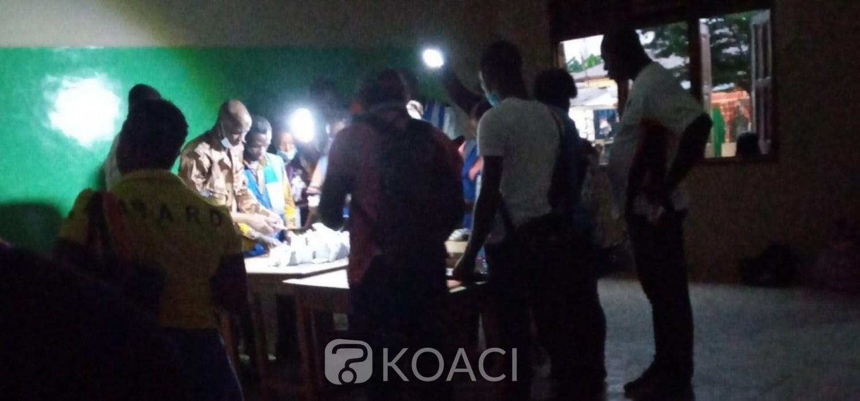 Ghana :  Fin du vote, 2 arrestations, décomptes des voix en cours