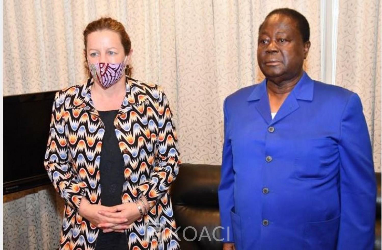 Côte d'Ivoire : En fin de mission, l'ambassadrice de Grande Bretagne échange avec Bédié et déclare : « Il est bon que les politiques se parlent »