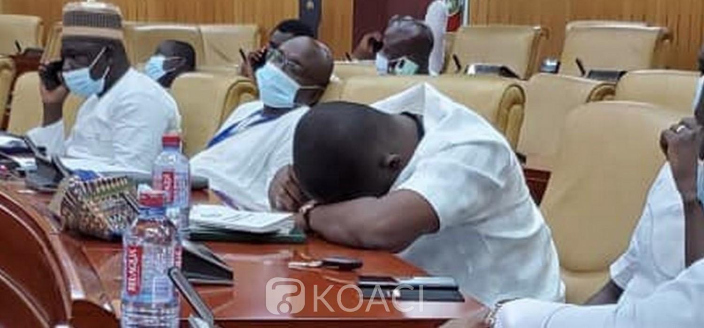 Ghana : Parlement, réplique des députés NPP pour occuper les sièges de la majorité