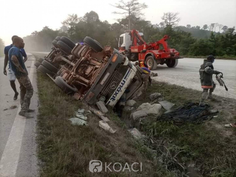 Côte d'Ivoire : Un camion de transport de ciment fait une sortie de route sur l'autoroute du nord, 02 victimes