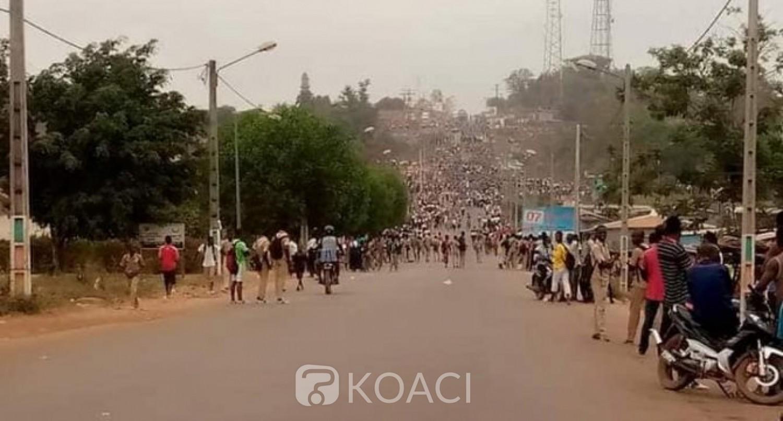 Côte d'Ivoire : Duekoué, suite au décès par accident d'un professeur, des élèves manifestent contre les transporteurs