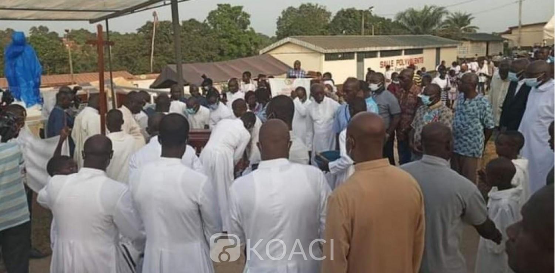 Côte d'Ivoire : Afféry, inhumé depuis 37 ans, le corps d'un prêtre déterré et conduit à l'Église