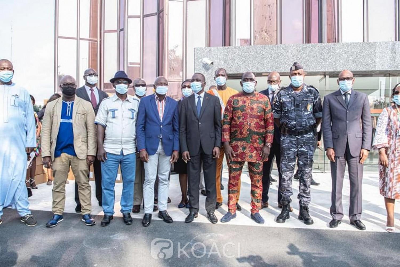 Côte d'Ivoire :    COVID-19, Amadou Koné rappelle aux transporteurs, conducteurs et usagers de la route le port obligatoire du masque
