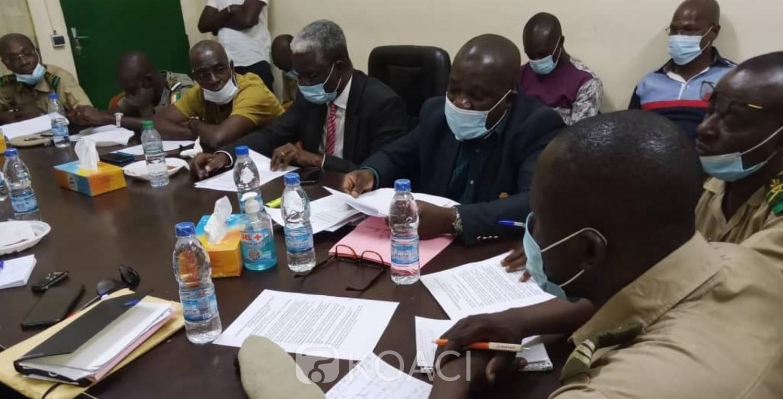 Côte d'Ivoire : Douanes, l'Intersyndicale plaide pour la revalorisation des primes  indiciaire et de retraite des agents - KOACI