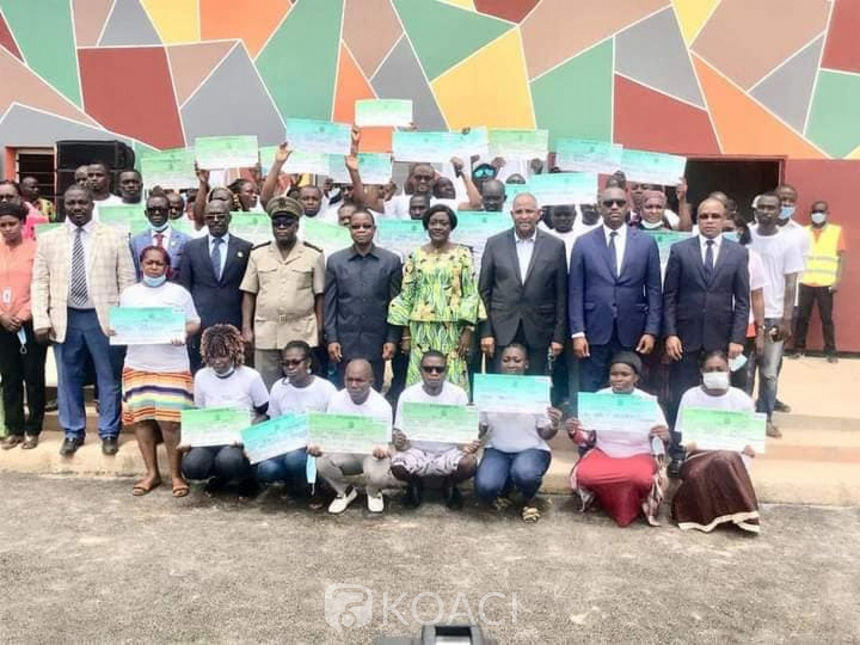 Côte d'Ivoire : Amélioration de l'employabilité dans la Mé, le Gouvernement « distribue » près de 2 milliards de FCFA à 4042 jeunes pour des activités génératrices de revenus