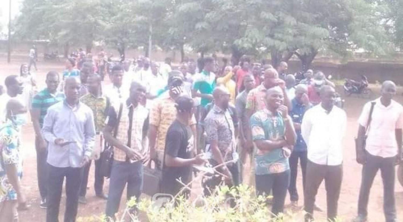 Côte d'Ivoire : Ferké, un enseignant bastionné par des porteurs de masque Poro, ses camarades observent un arrêt de travail de 72 heures