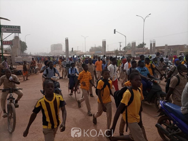 Burkina Faso : Des élèves manifestent contre des réformes scolaires