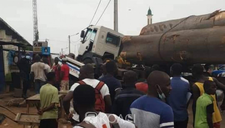 Côte d'Ivoire : Yopougon, un chauffeur de gros camion perd le contrôle de son véhicule et écrase un conducteur de tricycle