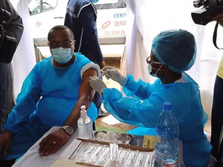 Cameroun : Covid-19, lancement de la vaccination devant la presse pour convaincre les réticents