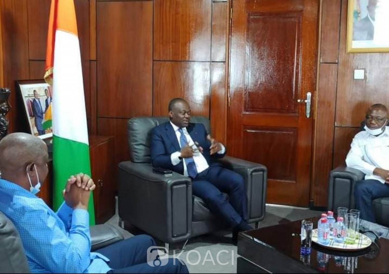 Côte d'Ivoire : A 24h de leur retour annoncé à Abidjan, l'Ambassadeur ivoirien à Accra rassure les exilés de la disponibilité des  laissez-passer