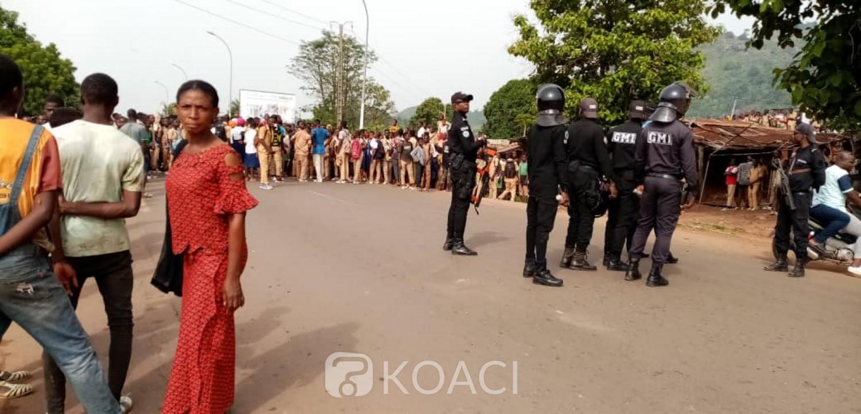 Côte d'Ivoire : Man, chaude journée dans la ville, un taxi percute des élèves et tue un sur place, des routes barrées et des véhicules saccagés