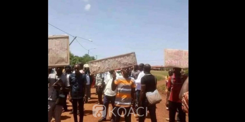 Côte d'Ivoire : Bayota, des instituteurs manifestent pour protester contre la sorcellerie en milieu scolaire