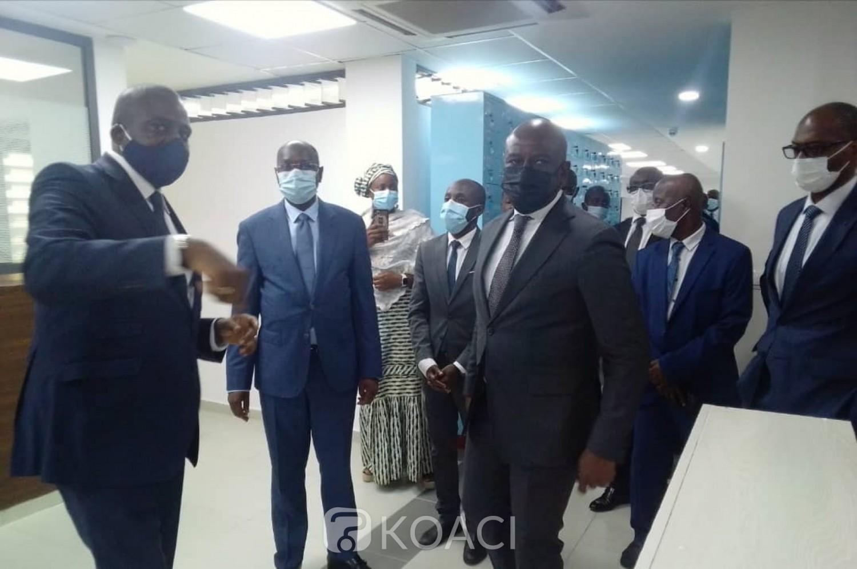 Côte d'Ivoire:    Université de Cocody, Roger Félix Adom visite le nouveau Bureau de la Poste reconceptualisée