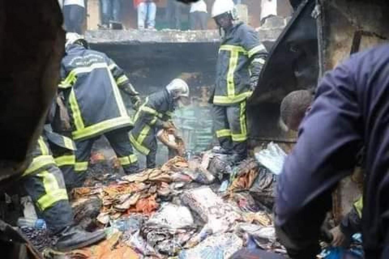 Côte d'Ivoire : Adjamé, un incendie ravage le célèbre marché Roxy, nid du trafic de faux médicaments