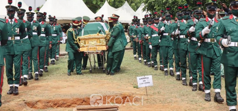 Nigeria :  Le chef de l'Armée Attahiru et 10 autres inhumés à Abuja, enquêtes sur l'accident