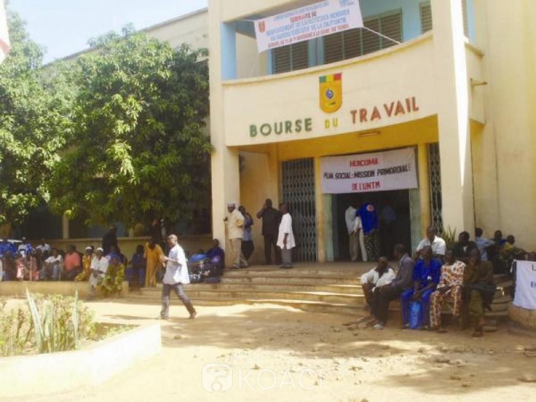 Mali : La centrale syndicale suspend sa grève suite aux déchargements des prérogatives du president et du premier ministre de la transition
