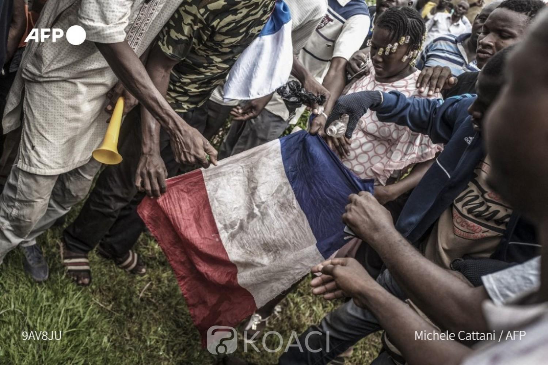 Mali : A Bamako, des manifestants réclament le départ de la France et l'intervention russe
