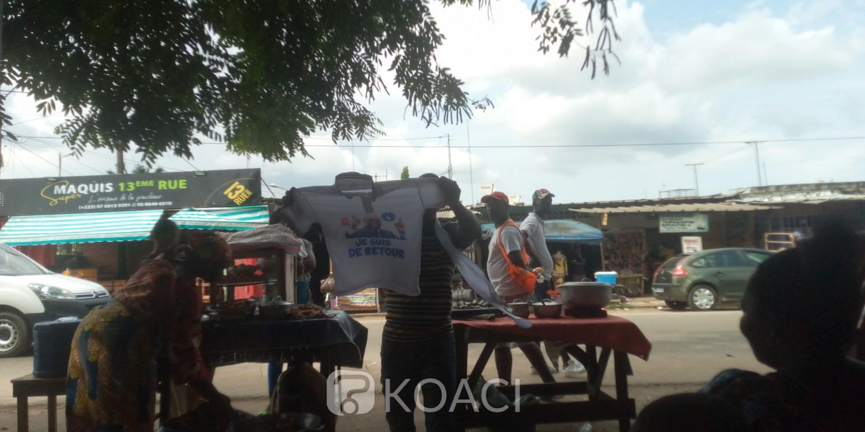 Côte d'Ivoire : À quelques heures de l'arrivée de Gbagbo, à Yopougon, la vente des gadgets à son effigie bât son plein