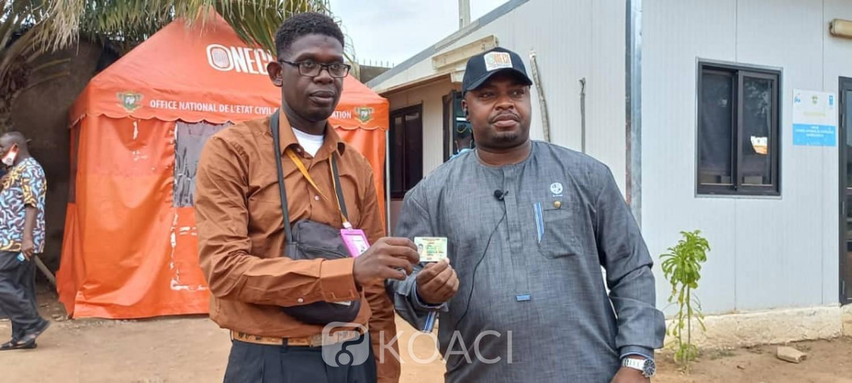 Côte d'Ivoire : Bouaké, l'opération spéciale de distribution de CNI lancée, le journaliste de KOACI reçoit sa carte des mains du DG de l'ONECI
