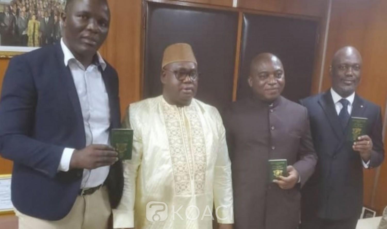 Côte d'Ivoire : L'ex-ministre Ahoua Don Mello et deux de ses collaborateurs réceptionnent officiellement leurs passeports pour leur retour annoncé à Abidjan