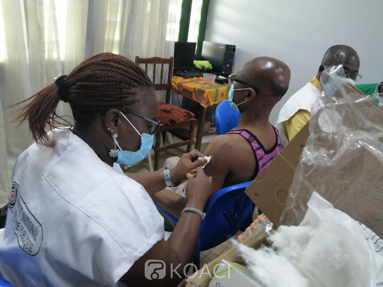Côte d'Ivoire :  COVID-19, une campagne de vaccination obligatoire des étudiants, du personnel administratif et des enseignants lancée dans les six antennes de l'INFAS
