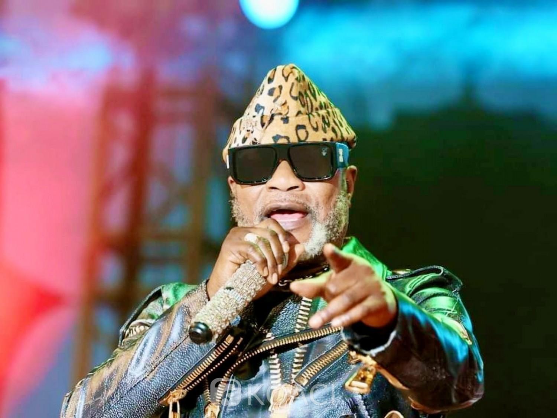Côte d'Ivoire : Femua, lors de sa prestation Koffi Olomidé pique une colère et quitte la scène après 20 minutes de prestation, la réaction d'A'salfo