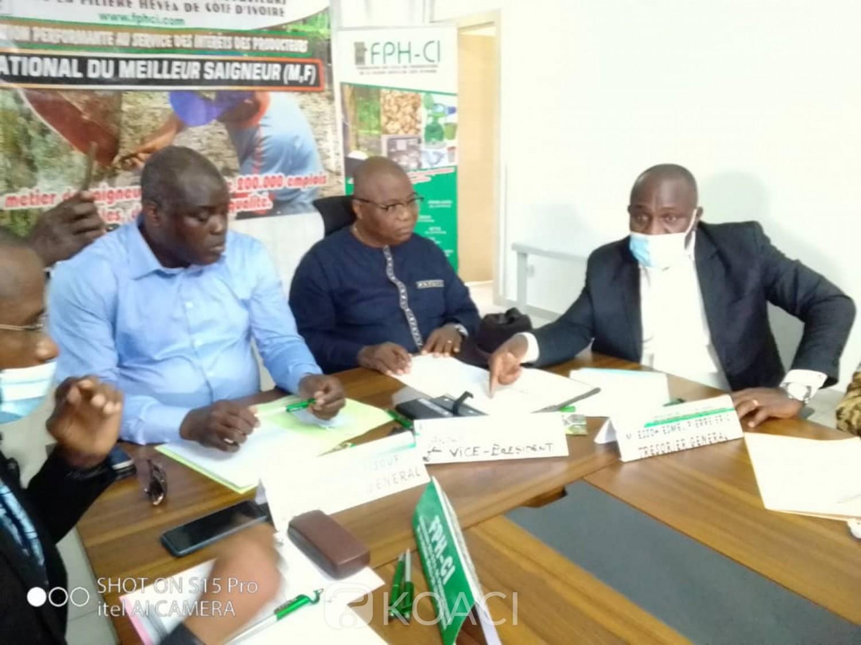 Côte d'Ivoire :  Hévéaculture, un concours lancé pour promouvoir le métier de saigneur et éviter l'exode rural des jeunes