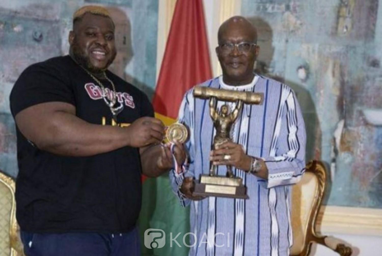Burkina Faso : Recordman mondial du  Log-lift strong man, Iron Biby reçoit les félicitations du président Kaboré
