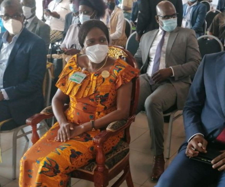 Côte d'Ivoire : Simone Gbagbo à Issiaka Diaby du collectif des victimes  lors d'une causerie débat « Initché »