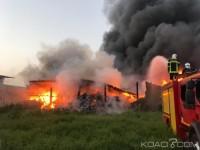 Côte d'Ivoire : Un violent incendie déclaré dans un entrepôt de l...