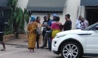 Côte d'Ivoire: À la morgue sous protection des CRS, la mère de Dj...