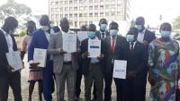Côte d'Ivoire:    Les Docteurs non recrutés manifestent devant la...