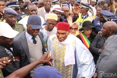 Sénégal: Accueilli par une marée humaine, Wade promet de déboulonner Sall et invite les citoyens à brûler leurs cartes d'électeur