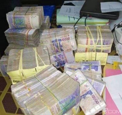 Côte d'Ivoire : En partance pour le Ghana, un passager interpellé avec 135 millions dans son sac