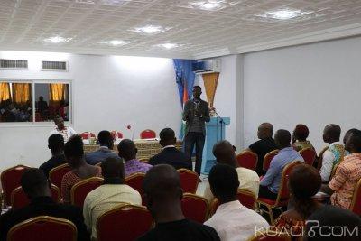 Côte d'Ivoire : A Cocody, des jeunes lancent « l'école citoyenne » pour échanger autour des questions de démocratie, de  responsabilité citoyenne et d'auto-emploi