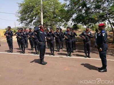Côte d'Ivoire : À la 4ème légion de la gendarmerie dans le Poro, le Gl Alexandre Apalo Touré réceptionne une ambulance