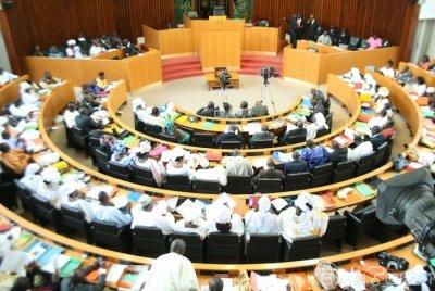 Sénégal: Les députés se penchent sur le projet de loi visant à supprimer le poste de Premier ministre, des arrestations notées