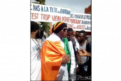 Côte d'Ivoire: Comme annoncé, des artistes ont assiégé le BURIDA pour demander la libération de leur maison par Irène Viera