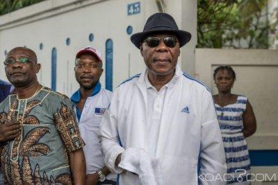 Bénin: Assiégé pendant plus d'un mois, Boni Yayi quitte le pays pour le Togo
