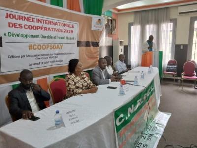 Côte d'Ivoire : L'économie cacaoyère mondiale génère 100 milliards de dollars par an,  les producteurs  menacent d'interdire leur vente si le prix plancher n'est  pas respecté