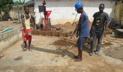 Côte d'Ivoire: Une petite entreprise qui transforme des déchets agricoles en matériaux de construction écologiques