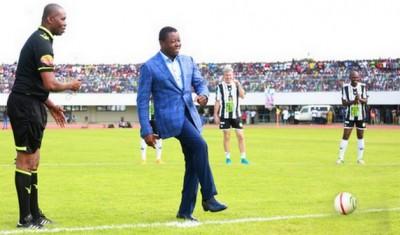 Togo: Coup d'envoi du match NFA par Gnassingbé, Leg.Togo-Leg.Afric, score 4-2
