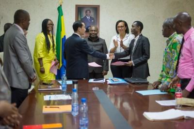 Gabon: Les ministres Madeleine Berre et Noël Mboumba conduisent la médiation entre Addax Petroleum et l'ONEP