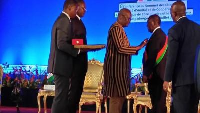 Burkina Faso: Le président Alassane Ouattara décoré de la grande croix de l'ordre des étalons