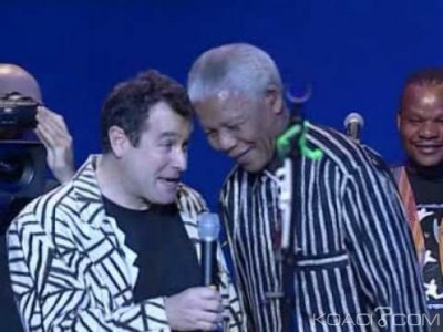 Afrique du Sud :  Johnny Clegg, interprète d'« Asimbonanga » meurt d'un cancer à l'à¢ge de 66 ans