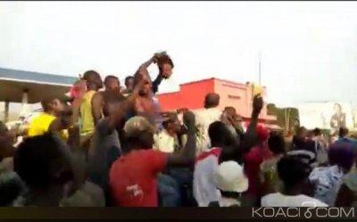 RDC: Scène d'horreur en Ituri , des manifestants défilent avec une tête pour  protester contre les tueries