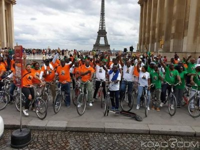 Côte d'Ivoire: A Paris, à vélo, plusieurs partisans de Gbagbo manifestent pour réclamer son retour au pays